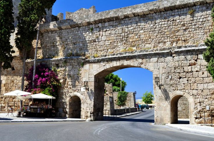 Gate-of-Medieval-city-of-Rhodes