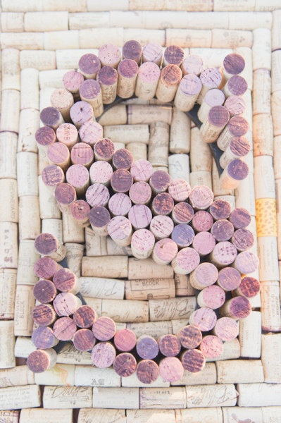 Use the corks from the wine from your wedding to make a monogram. #diy #weddings #decor