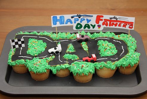 Google Image Result for http://www.thecupcakeblog.com/wp-content/uploads/2010/06/Happy-Fathers-Day-Pull-Apart-Cupcake-Cake.png