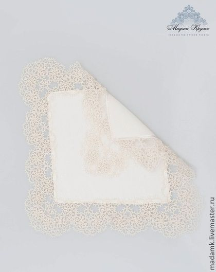 Купить или заказать Кружевной шелковый носовой платочек кружево Фриволите в интернет-магазине на Ярмарке Мастеров. Нежнейший кружевной платочек станет самой утончённой деталью в числе дамских аксессуаров. Кружево, плетёное в одну шелковую ниточку, в сочетании с тончайшим шёлком даёт тот неповторимый эффект неотразимости, который может позволить себе знающая толк в красивых вещах женщина. Выполнен в технике фриволите, украшен жемчугом 'Сваровски'.Выполнен из 100% натурального шёлка кре...