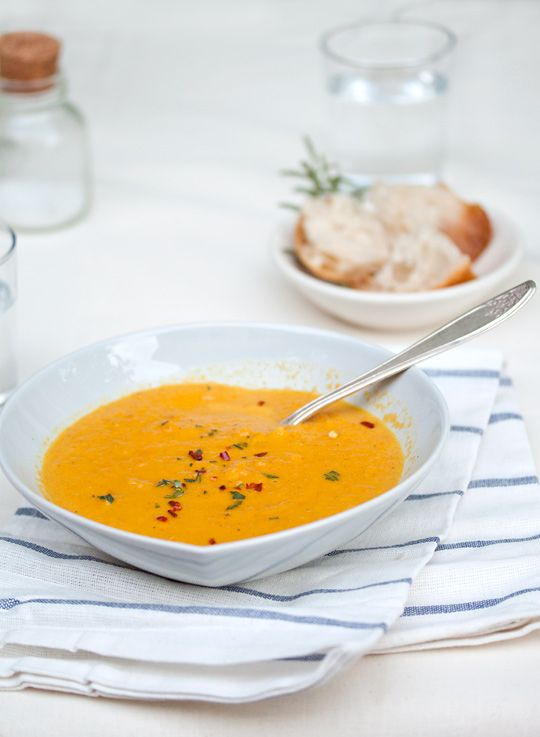 Curried coconut carrot soup: Gluten-free, vegan, soy-free, vegetarian. One of the meals on the list for dinner guests hard to accommodate! And actually sounds pretty delicious, I love coconut milk.