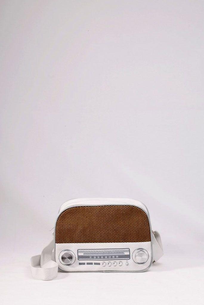 """Τσαντάκι """"ραδιόφωνο"""" λευκό. . ΚΩΔ.: 717.033  - τηλ:2510241726"""