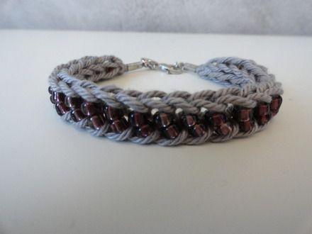 Bracelet tricotin avec perles violettes  : Bracelet par braceletsenfolie