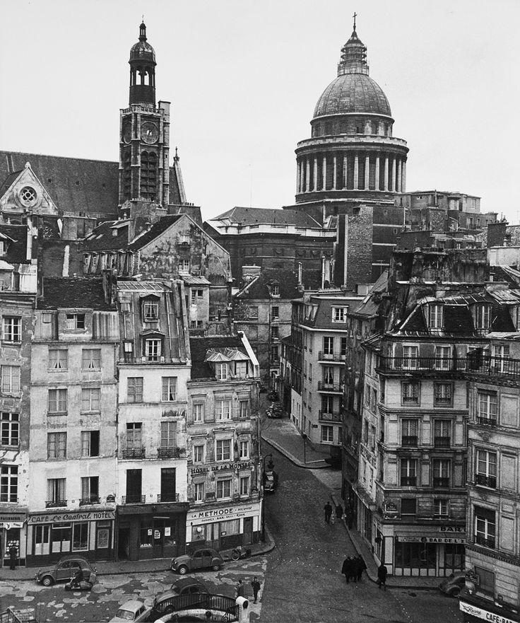 Robert Doisneau // Rue de la Montagne Sainte-Geneviève , ca.1960