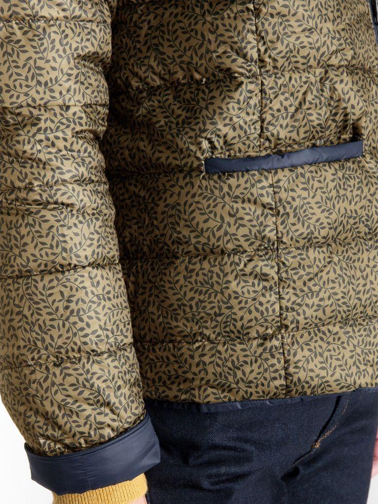 Légère et chaude avec son garnissage en plumes et duvet naturels, cette doudoune réversible se porte seule à la mi-saison ou sous un manteau pour plus