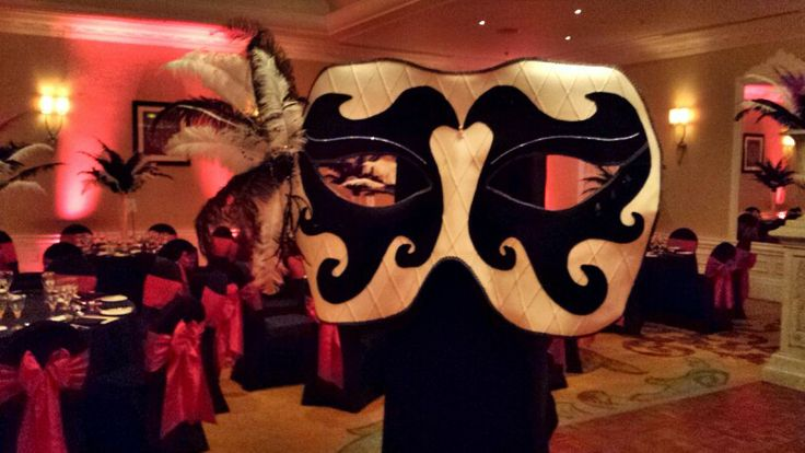 moving mask. Masquerade themed entertainment for private and corporate events.  #masqueradeevents #movingmask Julia Charles event management #jcevents