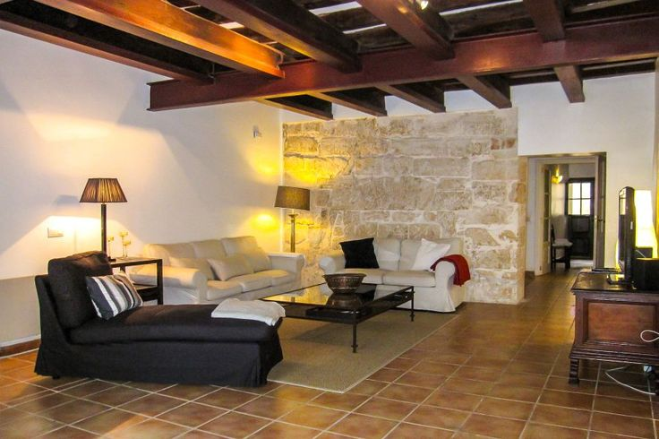 Old town, Palma de Mallorca: Beautiful apartment in the heart of Palmas Old Town. 3 bedrooms, 2 bathrooms, 2 100 €.