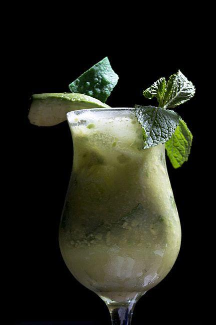 ¿Mojito de guacamole? Aquí los ingredientes: 4 hojas de menta fresca; 2 limones verdes; 1/2 cda. de azúcar morena; 1 1/2 onz. de ron blanco; 1 onz. de 'sour mix'; 2 onz. de guacamole; 'splash' de 7 Up y seguir el procedimiento de la receta tradicional. (Foto por Wanda Liz Vega / GFR Media)
