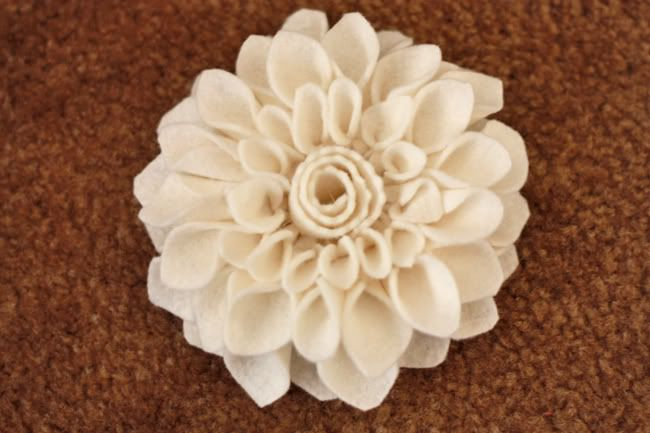 Another felt flower tutorial. There are so many different types of felt flowers out there.