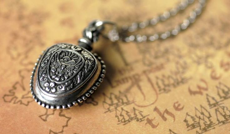 Lucy Pevensie's cordial vial for healing others.