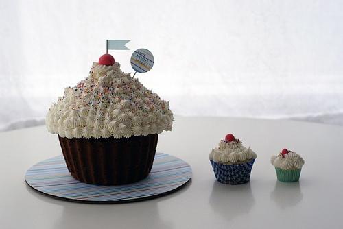 Jumbo cupcake, regular cupcake, mini cupcake!    #jumbocupcake #cupcakefamily #cococake #cococakecupcakes #cococakevancouver