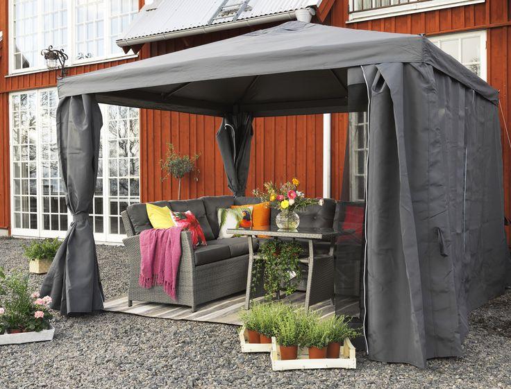 Det finns inget dåligt väder! Mys ute i sommar i ett skyddande party tält. Barolo