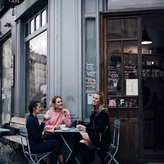 Paris  Sunday mornings with a good coffee and your besties 🙆🏼💁🏼🙋🏻💗 S