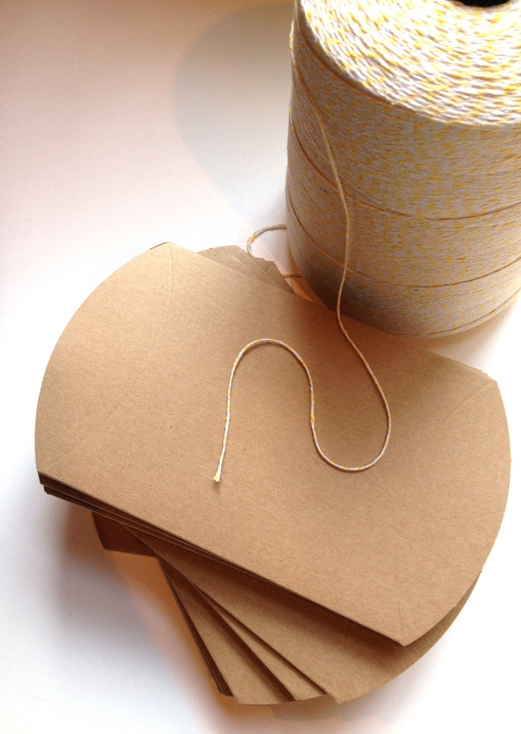 large pillow box diy wedding favors packing boxing pinterest fiestas. Black Bedroom Furniture Sets. Home Design Ideas