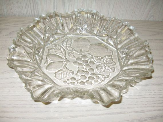 $9.95 Federal Glass Co. Pioneer 11 Crimped Round Bowl by NANCYSANTIQUES