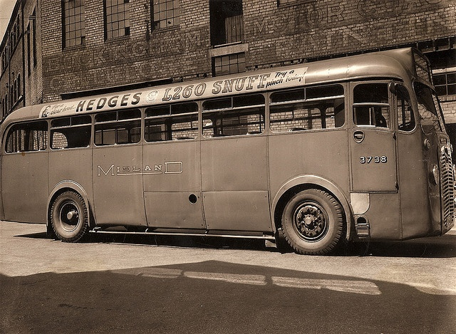 """""""Midland Red"""" bus 3738 with Hedge's Snuff advert 1950"""
