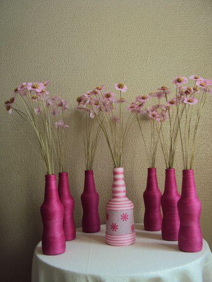 Kit com 7 garrafas (sendo uma diferenciada) e 100 flores de pêssego, disponível na cor da foto porém, pode ser confeccionado em qualquer cor. (prazo para confecção 6 dias úteis).    As flores de tecido e a decoração com garrafas vieram para ficar!!!    Ideal para decorar mesas de festa ou casa.  São encantadoras na decoração de casamento, chá ou reuniões entre amigas, podendo ser oferecida como lembrança do evento.    Lindas flores de tecido frisadas confeccionadas em qualquer cor.    As ...