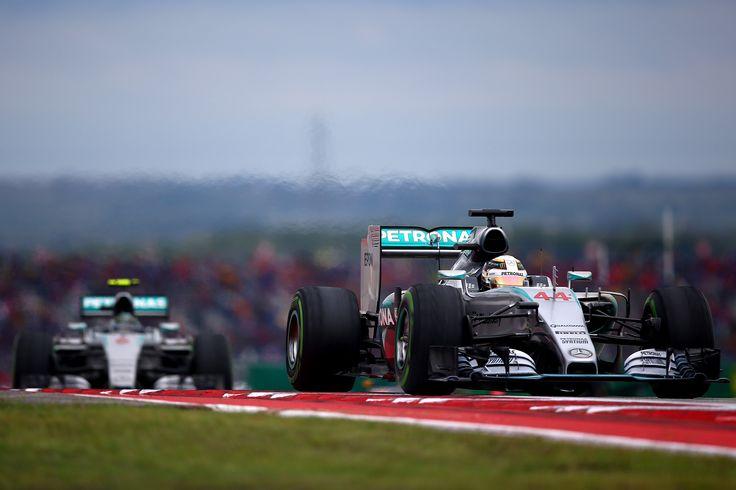 Lewis Hamiltonnak már három fordulóval a szezon vége előtt sikerült bebiztosítsa harmadik vb-címét, a tizedik olyan versenyzővé lépve elő a Forma-1 történetében, akinek sikerült legalább háromszor világbajnokságot nyernie.