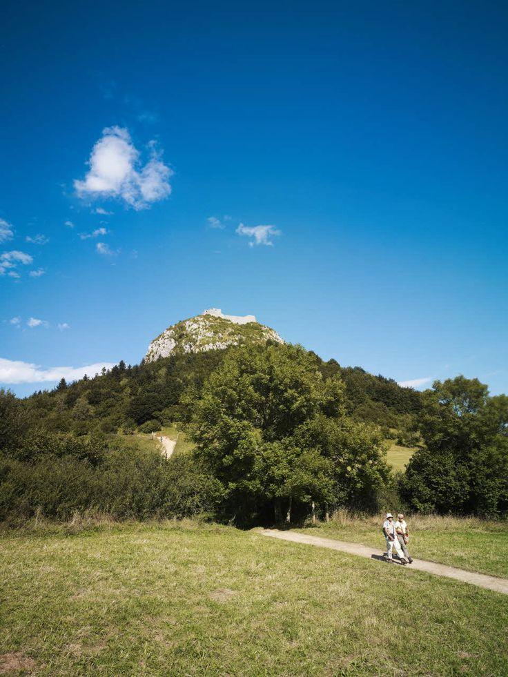 Château de Montségur (Ariège) Par CRT Midi-Pyrénées / Dominique VIET #TourismeMidiPy #MidiPyrenees #France #walking #hiking