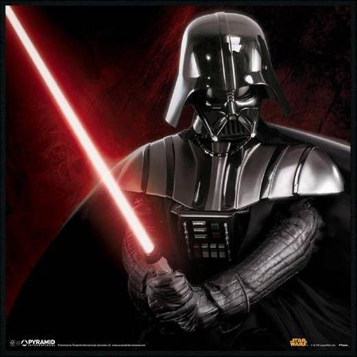 Anakin Skywalker, ou Dark Vador est le personnage légendaire de la grande saga : La guerre des étoiles ! Avec ce tableau en bois de qualité, votre petit fan de la série n'a pas fini de s'imaginer en super héros de la galaxie ! Laissez -vous tentez par le côté obscur de la déco …  Format : 30 x 30 cm
