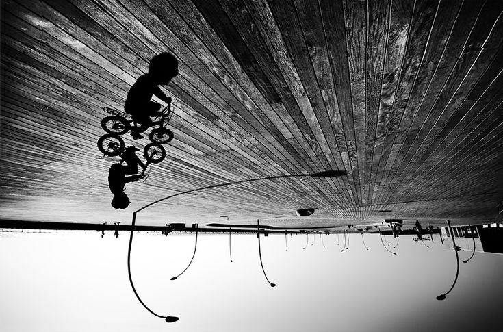 Behold the work of emerging photographer Guy Cohen who toys with aspects of light, shadow and perspective to create some pretty wild shots. See much more on Colossal.  http://www.thisiscolossal.com/2014/01/the-brooding-black-and-white-photography-of-guy-cohen