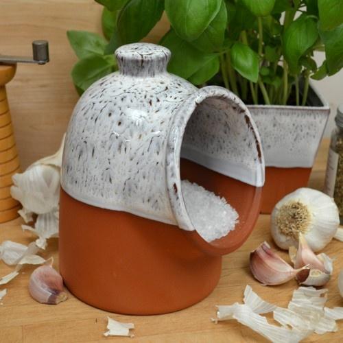 http://www.wmpot.co.uk/store/catalog/salt_pig_oyster_500.jpg    Another salt pig I'd like