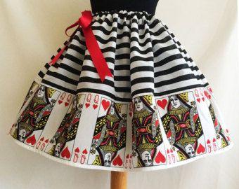 Königin der Herzen Kostüm, Cosplay, Herzdame, putzt sich Röcke von Rooby Lane