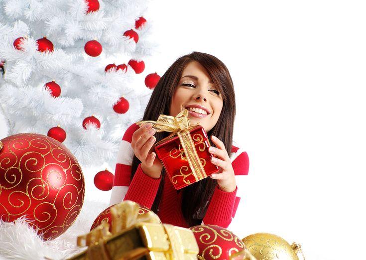 http://eltocadordemiriam.com/ideas-regalos-para-mujer/ Ideas de Regalos para ellas ¡Especial Navidad 2016/17! Aquí te ofrezco unas propuestas increíbles para sorprender a cualquier mujer en estas fechas tan señaladas, sea cual sea su personalidad, gustos, edad y sobre todo y lo más importante, son ideas de regalos asequibles a todos los bolsillos. Toma nota de ellas y ya sabes, si te gustan los productos y sets que os muestro, no dudes en contactar conmigo para conseguirlos!