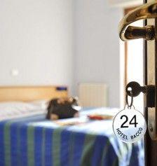 Gentilezza, qualità, individualità e ottimo servizio sono le nostre priorità. Ci auguriamo che nel nostro hotel a Pietra Ligure non vi sentiate solo ben trattati, bensì che Vi sentiate come a casa Vostra. Ogni giorno facciamo il possibile per garantire un'atmosfera intima e piacevole con i servizi di un hotel familiare. http://www.baccohotel.com/it/
