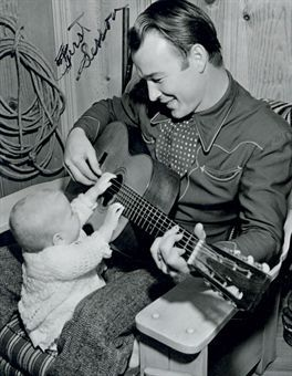 Roy Rogers and little fan. Because how to you get over the cute! :-D