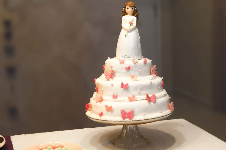 Cake Topper comunión niña lirio rosa y margaritas. Pide presupuesto a detallescolibri@gmail.com +info www.detallescolibri.com