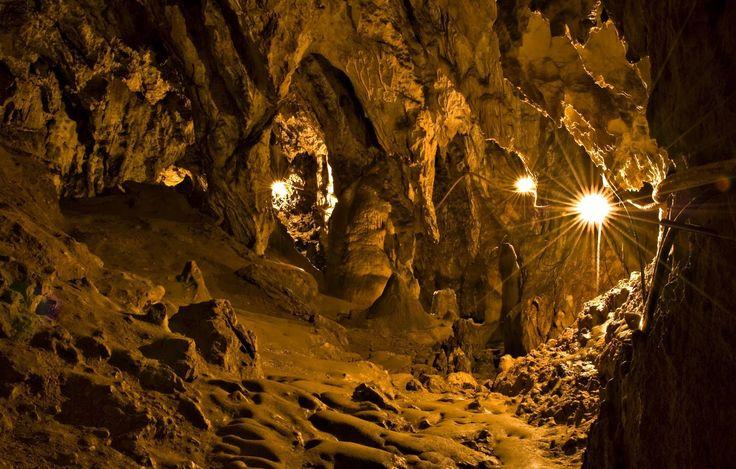 Ce poți să faci vara asta pe litoral: Peștera Limanu.  blog.haisitu.ro
