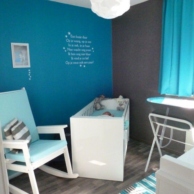 Blauw, grijze babykamer voor een jongen
