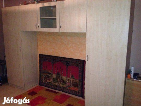 Eladó Hálószoba bútor: Világos juhar színű szobabútor,hozzá tartozó tv állvánnyal eladó! Szekrény méretei:320 sz×220 m mélysége 55 cm Tv állvány méretei: 100 sz×90 m
