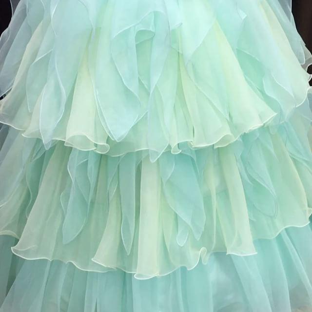 ・:*+. #ドレス試着 のご様子��:+ #グラデーション が可愛い【 マーニ 】 こんなに華やかなのにくるくる回れる❤️ 実際にお客様に回っていただきました♪ MiLLYのドレスはとにかく軽くて動きやすいんです�� お客様に大好評の#新作ドレス です�� 腰のリボンは取り外して胸元に付けても◎✨ . ネックレス 【 C-05 】 . . 静岡県静岡市葵区伝馬町9-10 パルシティ伝馬町2階 ドレスショップMiLLY〜ミリー〜 ℡054-266-9700 HP【プロフィールTOPより飛べます✈︎】 ※ 毎週水曜日定休  #二次会ドレス#二次会レンタルドレス #カラードレス#二次会カラードレス #marry花嫁#marry花嫁図鑑 #親族婚#家族婚#weddingparty #weddingdress#ウェディングドレス #プレ花嫁#結婚準備#静岡花嫁 #二次会専門#二次会専門ドレス #2次会ドレス#2次会用ドレス #日本中のプレ花嫁さんと繋がりたい #ドレス迷子の花嫁さんを救いたい #ドレスショップミリー 静岡駅北口から徒歩5分(セノバ近く)…