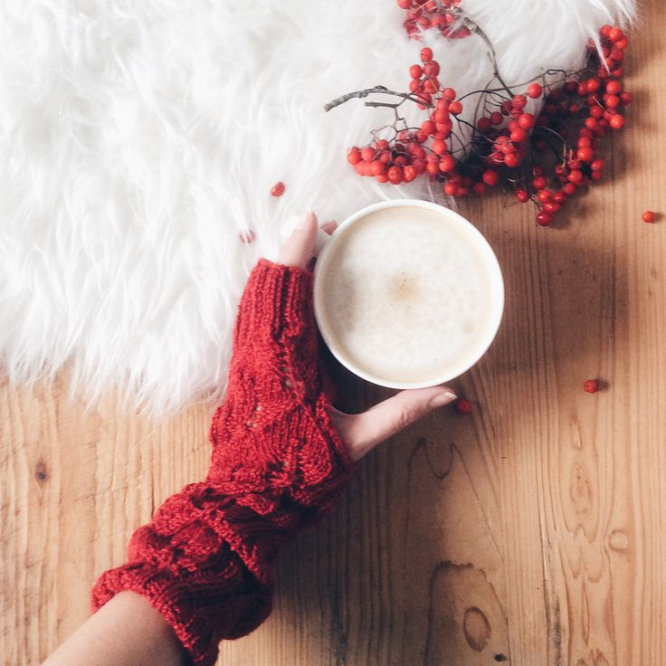 Knitted mittens in dark red, baby alpaka silk (drops)