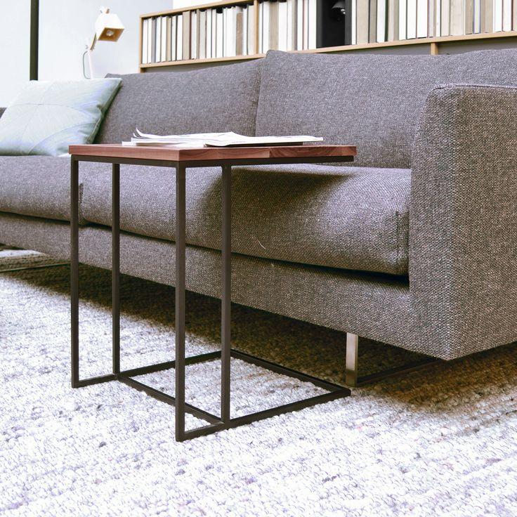 Nieuw in de collectie: Overschuiftafel Meta. Handig bijzettafeltje voor bij de bank of fauteuil. www.houtmerk.nl