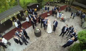 Légi felvétel esküvőről drone kamerával