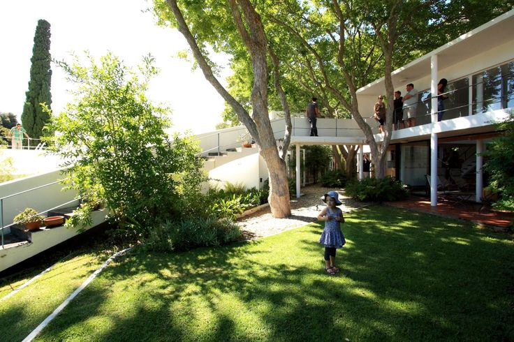 """Five Houses at Rowan Lane, Cape Town, 1968-71, A+A de Souza Santos Architects. Living Room loggia, stepped ramp, and Garden of House """"A"""" in 2014."""