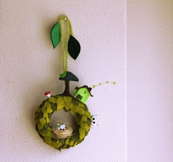 Hey, ho trovato questa fantastica inserzione di Etsy su http://www.etsy.com/it/listing/153316398/green-wreath-for-wall-or-door-decoration