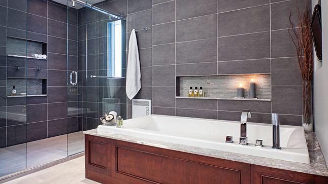 Une salle de bains lumineuse et élégante | CHEZ SOI © TVA Publications | Crédit photos: Rodolf Noël #deco #salledebain #bain