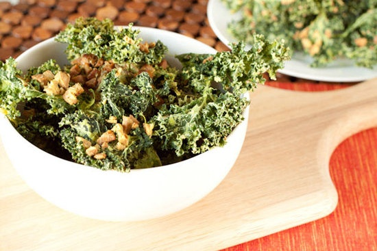 Sour Cream and Chive Bacon Kale Chips: A big bowl of sour cream and chive bacon kale chips from Healthful Pursuit bring on a welcome dose of Spring greens with much-loved flavors everyone will enjoy.