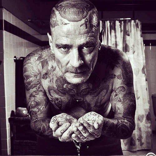 Chennye Randallは、シアトルを拠点に活動するアーティスト、タトゥーで覆われ有名人、セレブ、世界の指導者など「いわゆる偉い人」たちが入れ墨に覆われた肌を出しています。入れ墨好きとしては取り上げるしか無い。権力者へのいた...