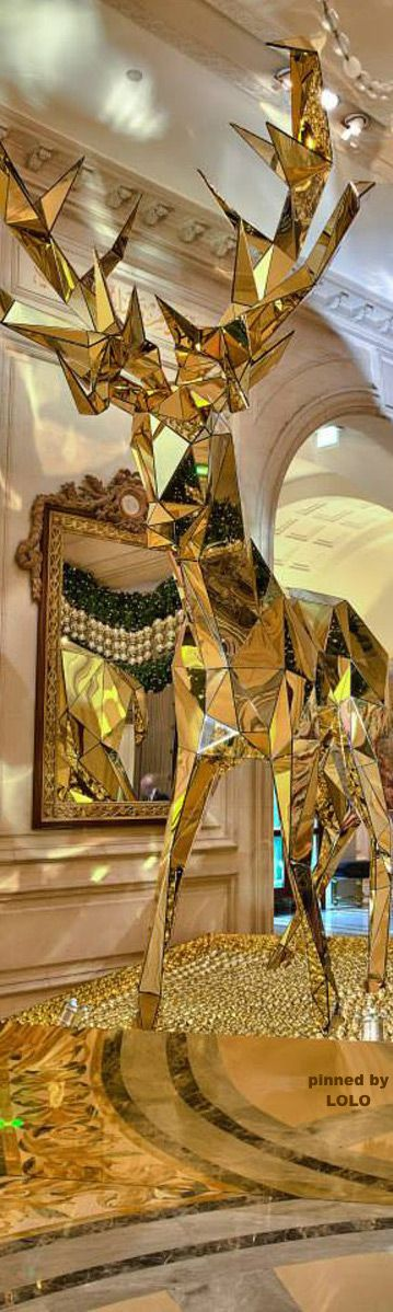 ~Christmas at the Four Season George V Hotel in Paris | The House of Beccaria. Via @houseofbeccaria. #Paris #France