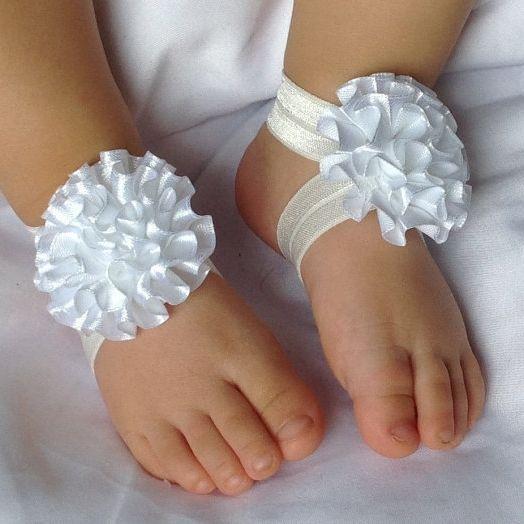 schatige baby schoentjes om je mooie baby een leuke outfit te geven #love #bride #inspiration #wedding #class #diy #hair #turorial #trouwen