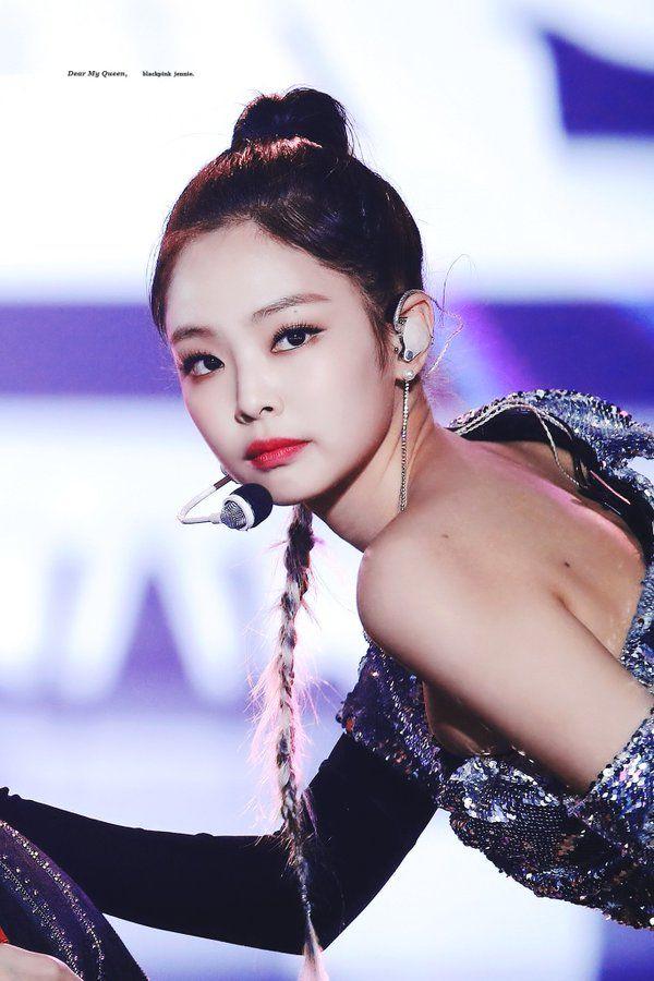 5 Female K Pop Idols Who Hypnotize All Of Us With Their Cat Like Eyes Black Pink Blackpink Blackpink Jennie