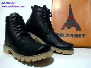 Update stock sepatu boots pria.  Contact kami : SMS Center : 081315979176 / 085725396070 BB Messenger : 22335085