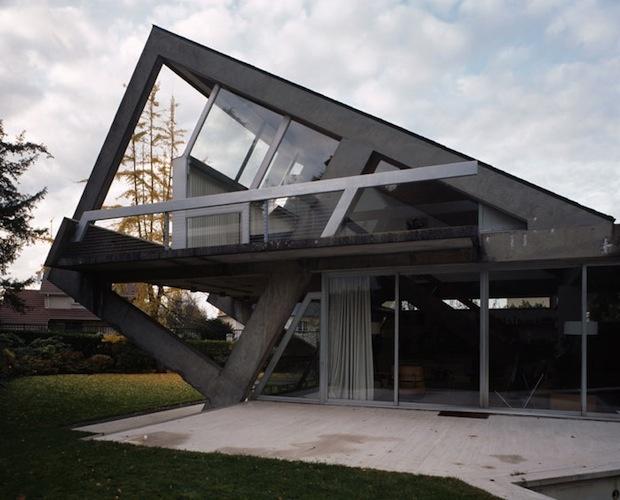 Villa drusch oblique concrete house by claude parent in for Architecture oblique