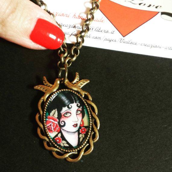 Guarda questo articolo nel mio negozio Etsy https://www.etsy.com/it/listing/285902877/collana-cammeo-rondinelle-bronzo-tattoo