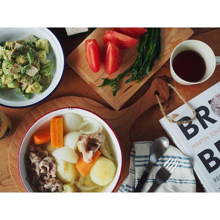 あとは冷やしトマトと茹でたのらぼう  ザ私な夜ごはんw 旦那いるいない分かり易すぎ問題w  美味しいパンはないのでドイツで買ったパンの方を読んでエアー食い  ポトフにはラウデミオのオリーブオイルをひと垂らししディジョンマスタードを添えて  #管理栄養士#dietitian#ヘルシー#healthy#food#foodpic#feedfeed#夜ごはん#おうちごはん#dinner#とりあえず野菜食#野菜大好き#vegitable#potaufeu#ポトフ#soup#スープ#さおとめファーム#アボカド#アボカド様#スーパーフード#avocado#superfood#オリーブオイル#oliveoil#ラウデミオ by fujifab12